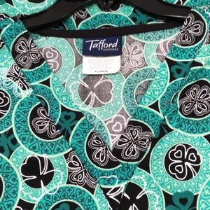 Tafford Women scrub top